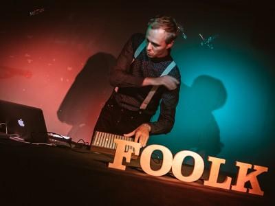 """Foolk vydá nový singel """"You (So Not Chill)"""", ktorý premiérovala BBC"""