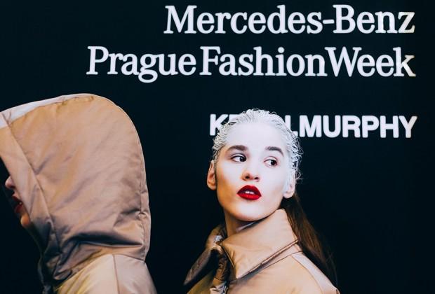 Ako vyzerá Mercedes-Benz Prague Fashion Week v backstage? (fotoreport)