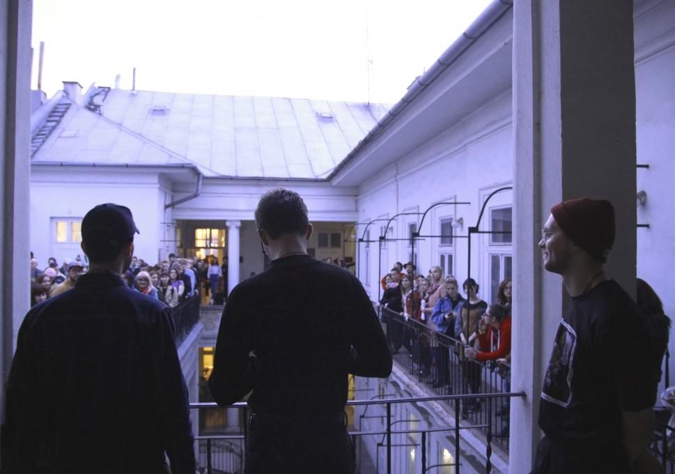 """Oficiálne otvorené: VUNU galéria v Košiciach predstavila výstavu Jakuba Chomu """"Living the Gimmick"""""""