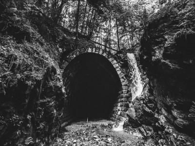 (Súťaž!) Hradby Samoty 2018 ponúknu temnotu na Zámku v českých Rosiciach