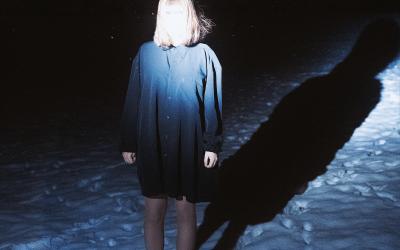 Melancholické dream-popové melódie ostravskej speváčky Ellie Dandelion (Agrose)